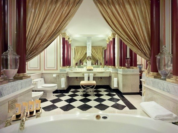 NYP_RoyalSuiteBathroom